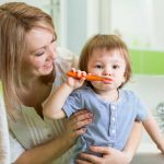 La buena salud oral infantil comienza con la limpieza